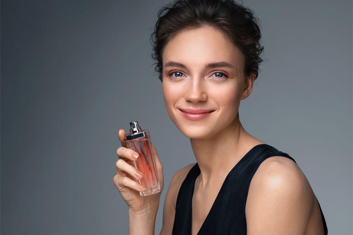 Los mejores perfumes para mujer con aromas florales por menos de $40