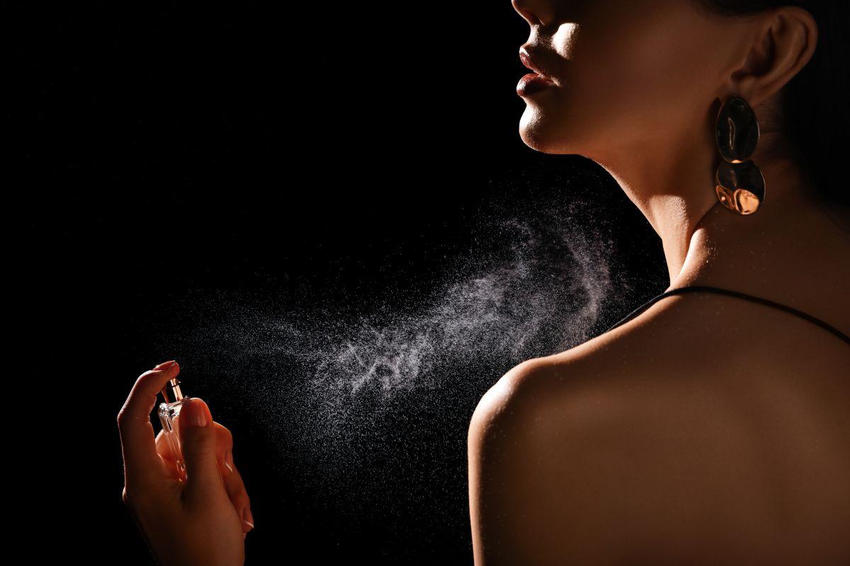 5 perfumes para mujeres elegantes por menos de $100