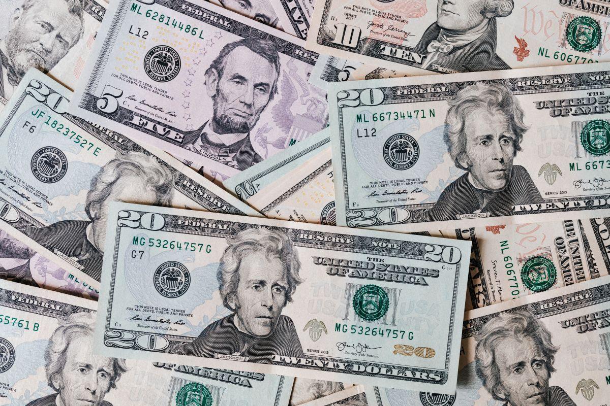 Cuánto cuesta el dólar este lunes en México