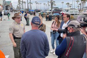 El sheriff de Los Ángeles le da un un giro al tratamiento de la indigencia en Venice Beach