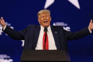 """""""Es un insulto"""": Trump reacciona indignado al anuncio de que Facebook suspendió su cuenta durante dos años"""