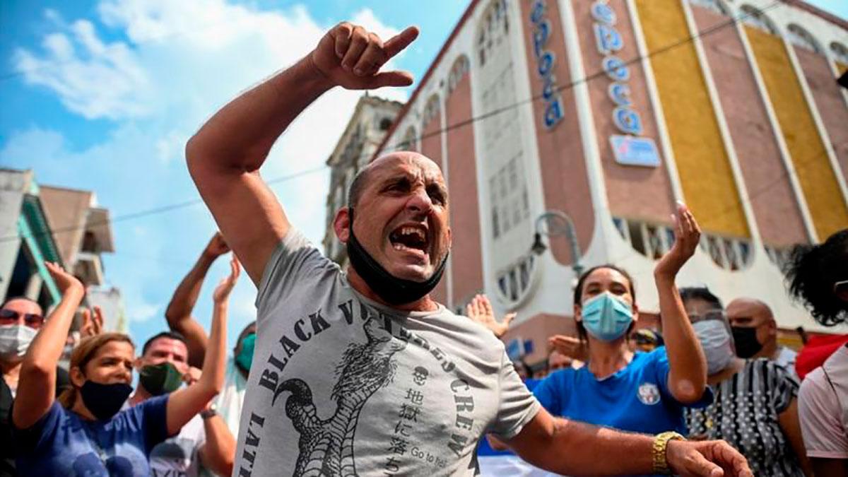 """Detienen a """"decenas de personas"""" tras las protestas masivas del domingo en Cuba"""