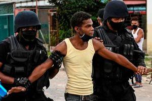 """Protestas en Cuba   """"Están enviando un mensaje de terror para persuadir a las personas de que no regresen a las calles"""": Erika Guevara-Rosas, directora para las Américas de Amnistía Internacional"""