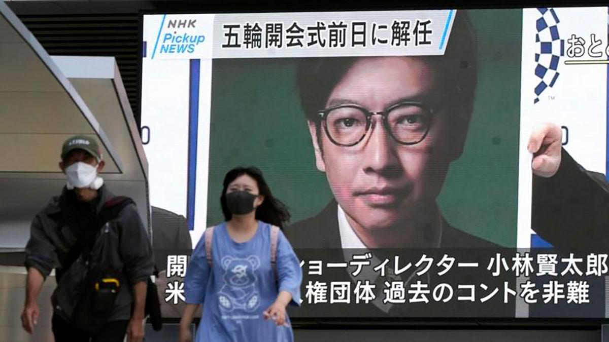 """La """"broma"""" que le costó el puesto al director de la ceremonia inaugural de los Juegos de Tokio 2020"""