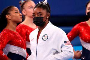 Simone Biles abandona la final por equipos de gimnasia artística en los Olímpicos por una aparente lesión