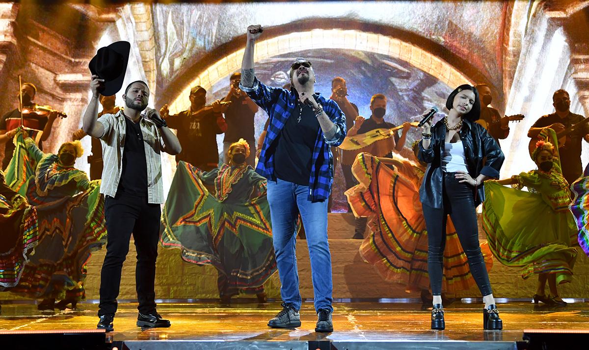 Leonardo Aguilar, Pepe Aguilar y Angela Aguilar en Premios Juventud 2021.