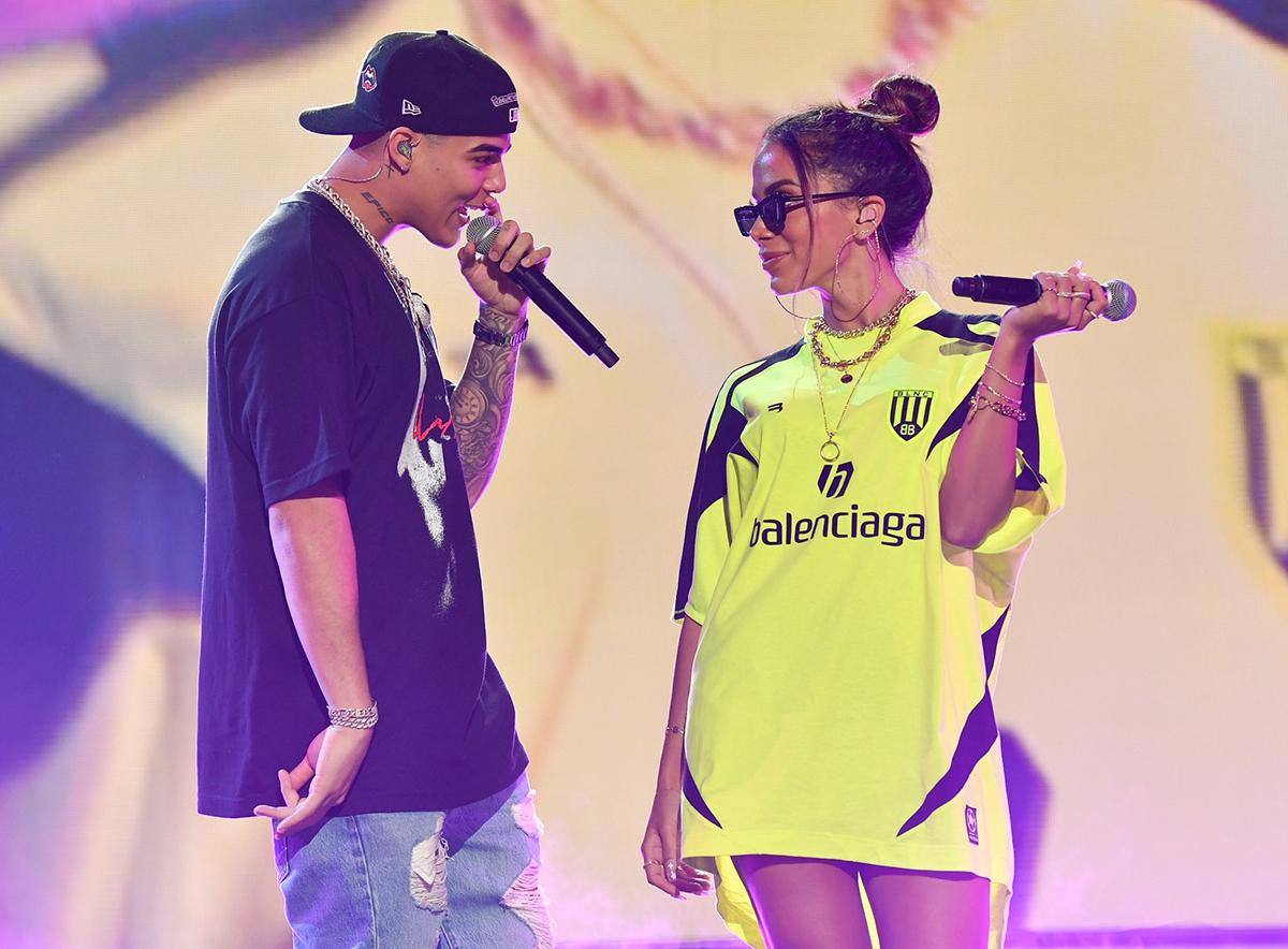 Lunay y Anitta en Premios Juventud