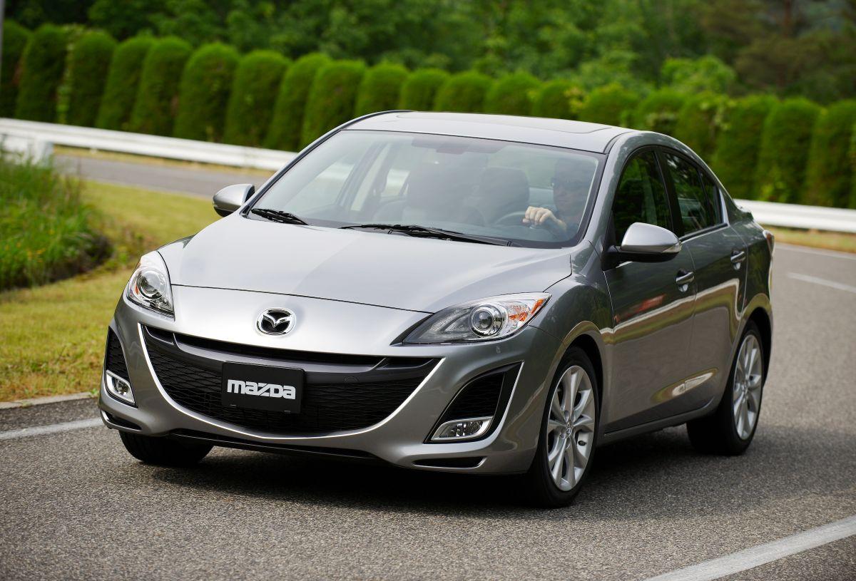 Foto del Mazda 3 en color plateado