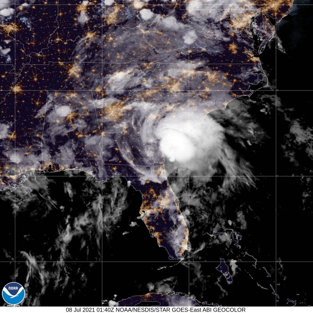 La tormenta tropical Elsa continúa causando fuertes lluvias y vientos sobre el sur de Georgia.