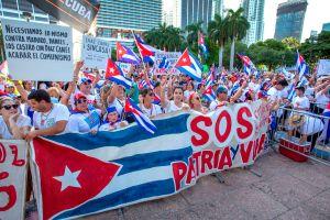 Miles de manifestantes en Miami piden libertad para Cuba, Venezuela y Nicaragua