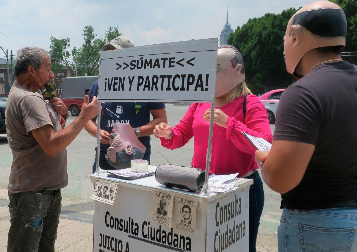 """Algunos ciudadanos hicieron campaña a favor del """"sí"""" en la consulta de este domingo,"""