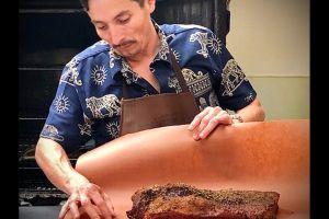 Salvadoreño vende el mejor 'barbecue' de Los Ángeles