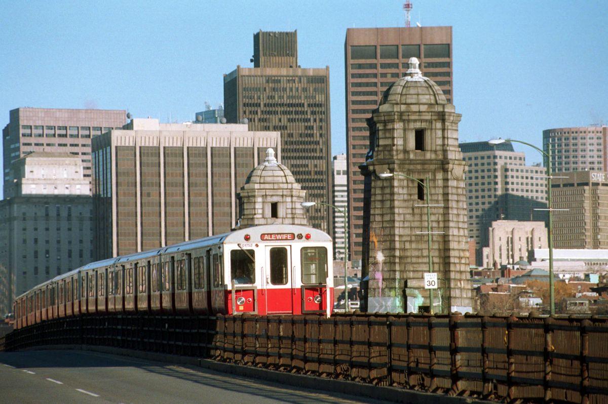 La imagen de archivo muestra un vagón de metro de Boston.