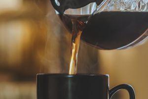 El café no acelera tu corazón, podría disminuir el riesgo de desarrollar arritmia según un estudio