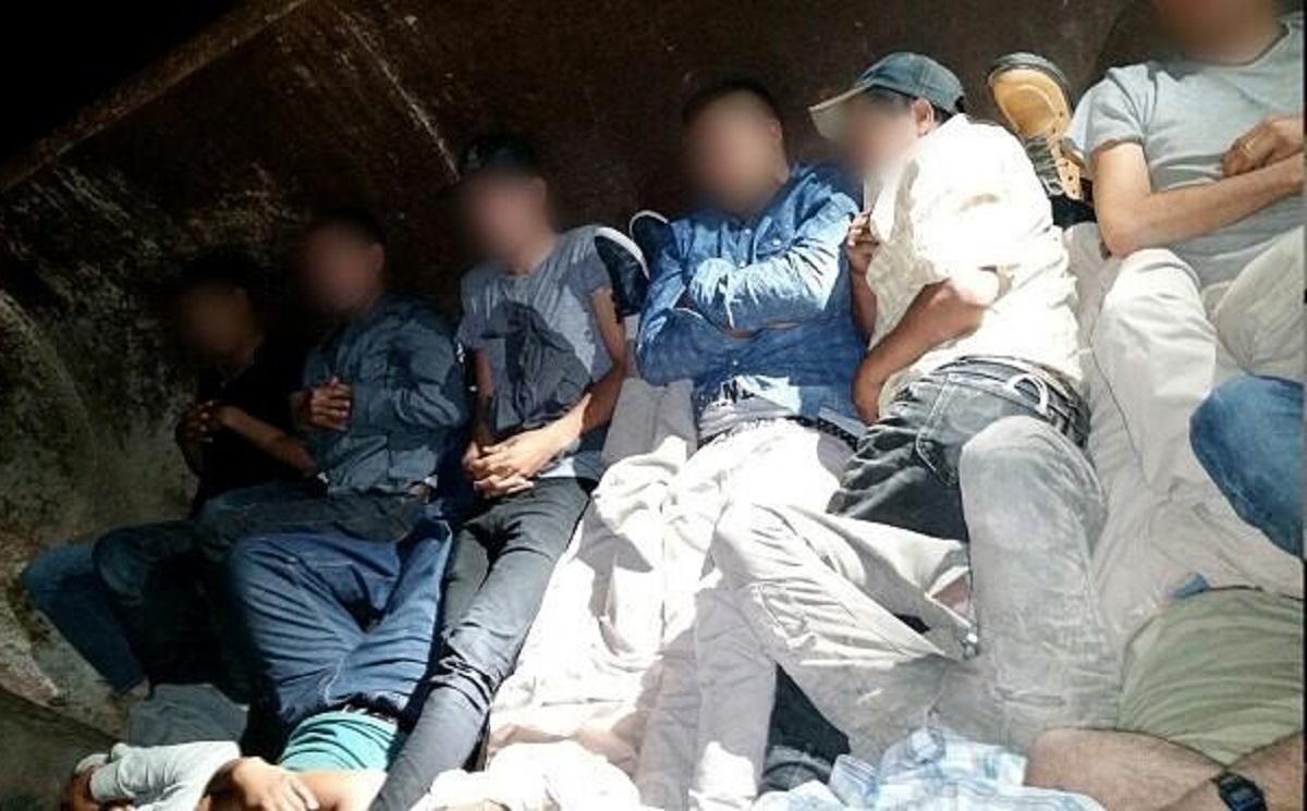 Camionero que transportaba a 115 indocumentados enfrenta prisión y multa de $250,000
