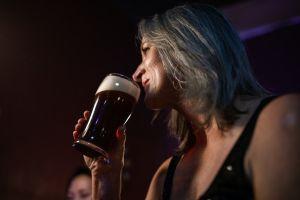 7 formas en las que el alcohol te hace envejecer más rápido