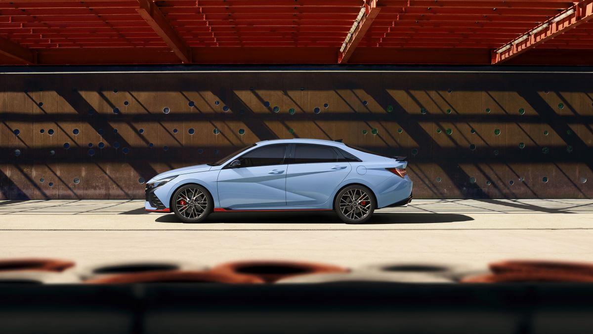 El nuevo Hyundai Elantra N 2022 fue revelado por completo el día de ayer.