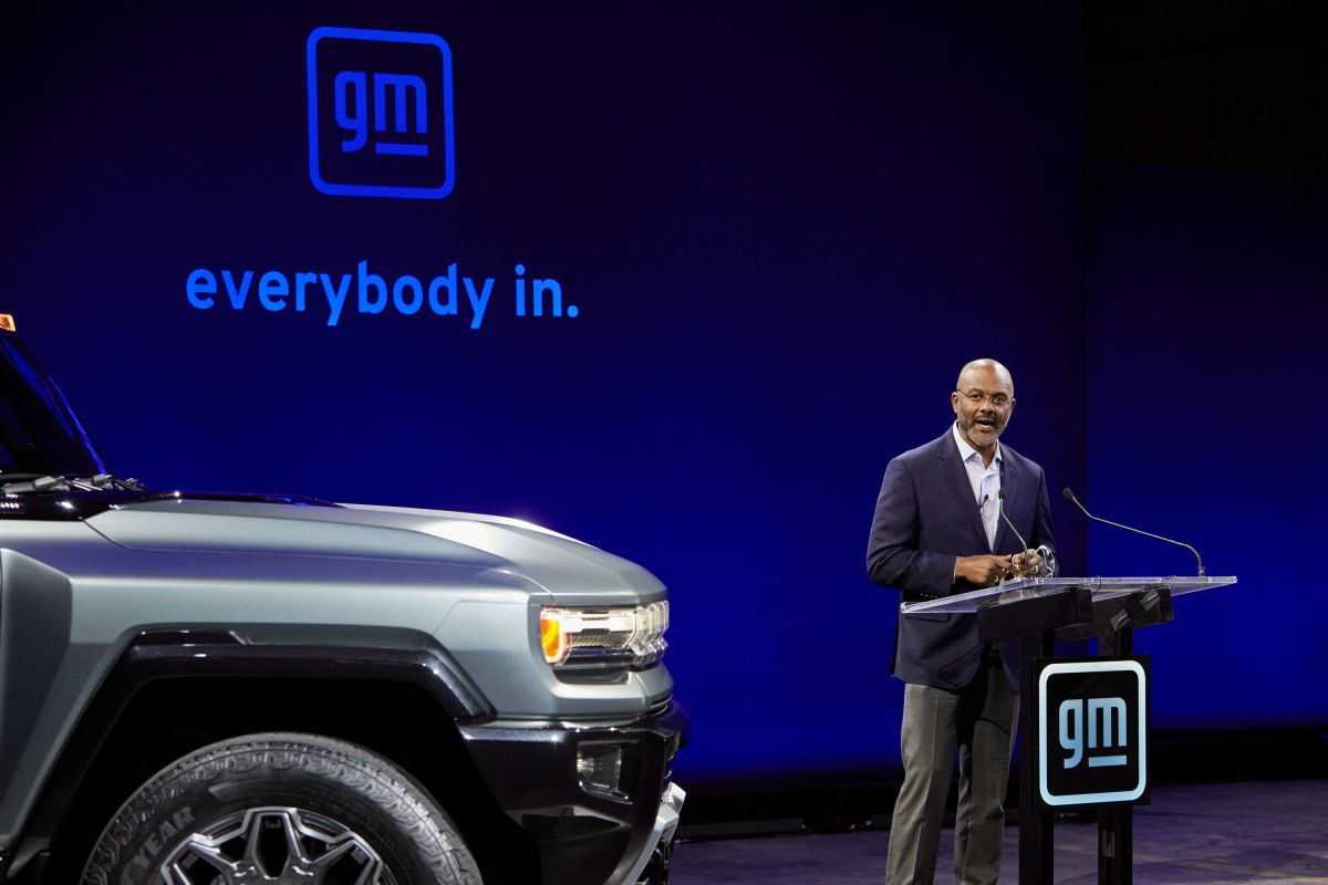 Foto de Gerald Jhonson, vice presidente ejecutivo de General Motors