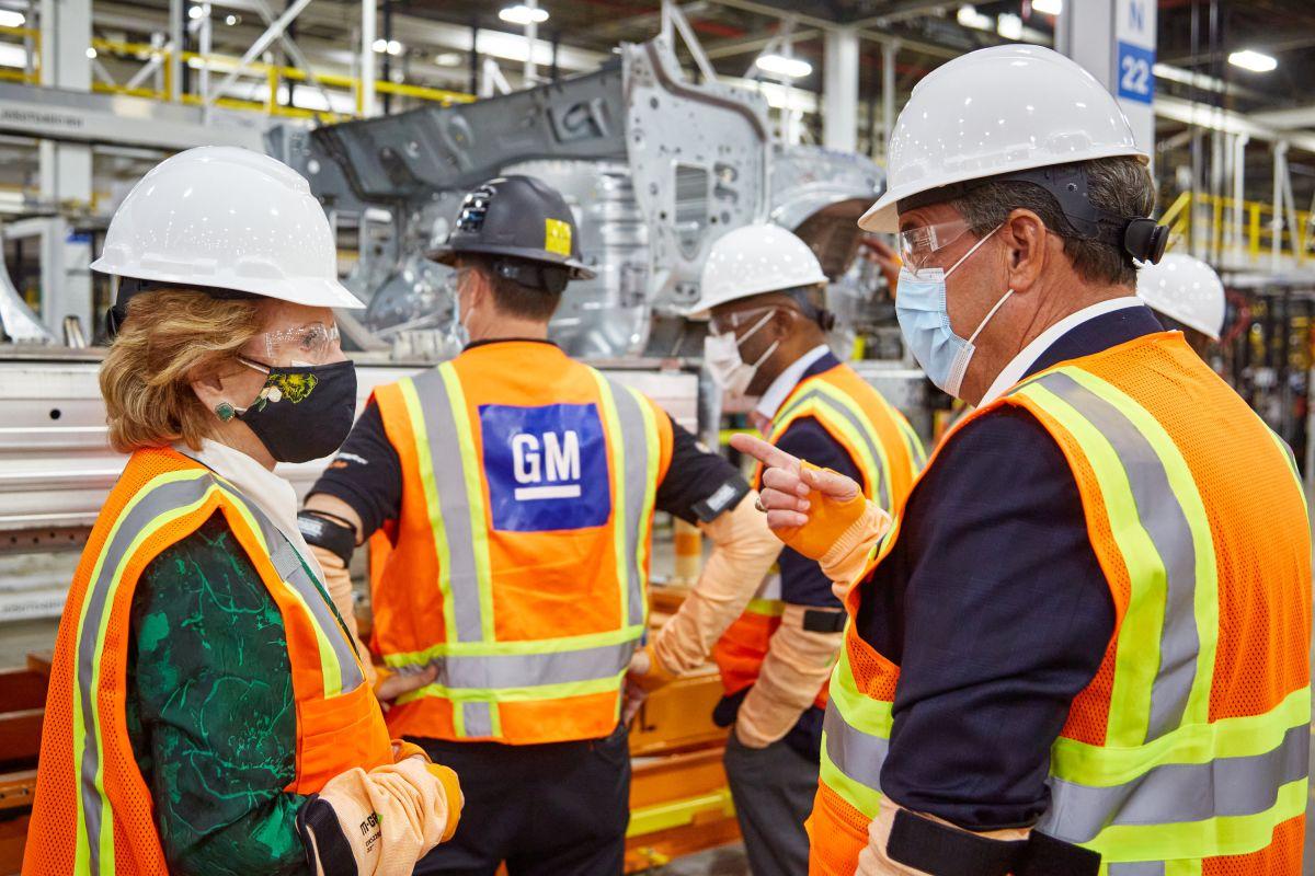 Escasez de chips: General Motors detiene su producción de camionetas