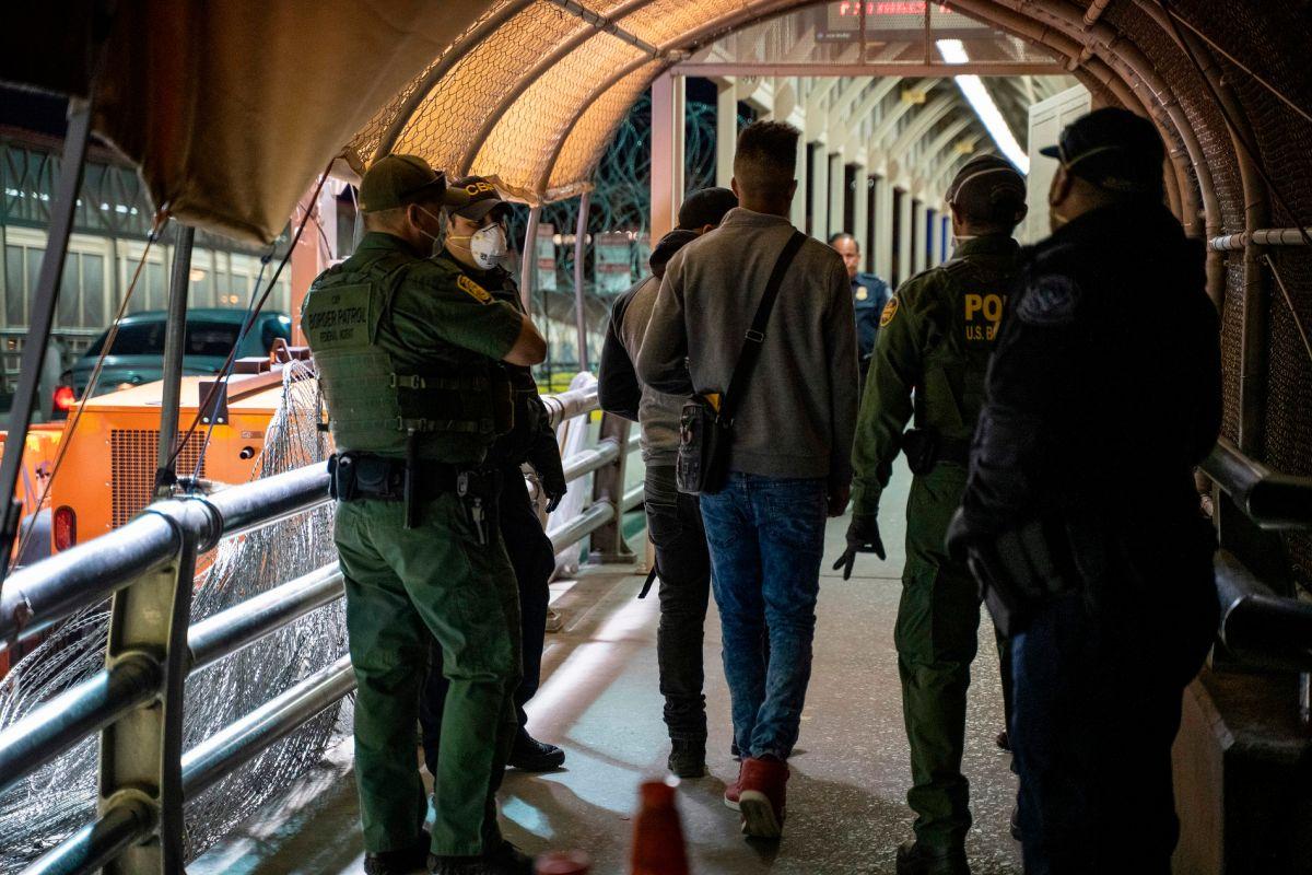 Qué es el Título 42 que defensores de inmigrantes exigen a Biden terminar para evitar deportaciones exprés