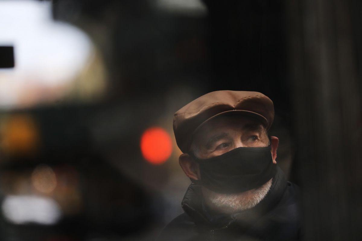 El incremento de casos de coronavirus en EE.UU. obliga a endurecer el uso de mascarilla.