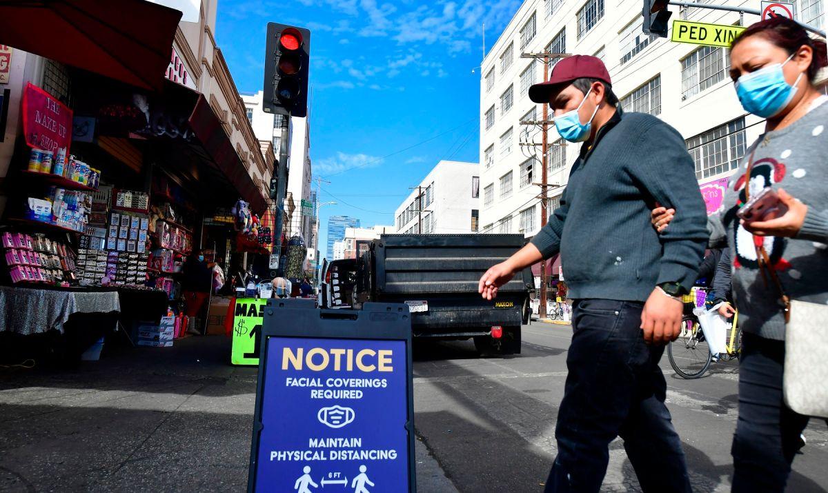 Hoy arranca orden de usar cubrebocas en Los Ángeles y otros condados de California ante aumento de casos de coronavirus