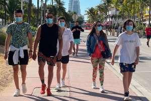 """Miami impone nuevamente el uso de mascarillas ante """"alarmante"""" repunte de casos de COVID-19 en Florida"""