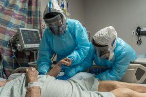 Hispano sale con vida luego una batalla de seis meses contra el COVID-19; al hombre de Houston le destruyó los pulmones