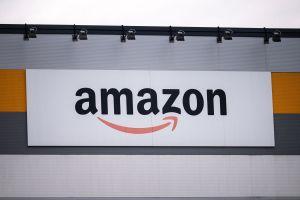 Ventas de Amazon bajan ante la reactivación de comercios en físico