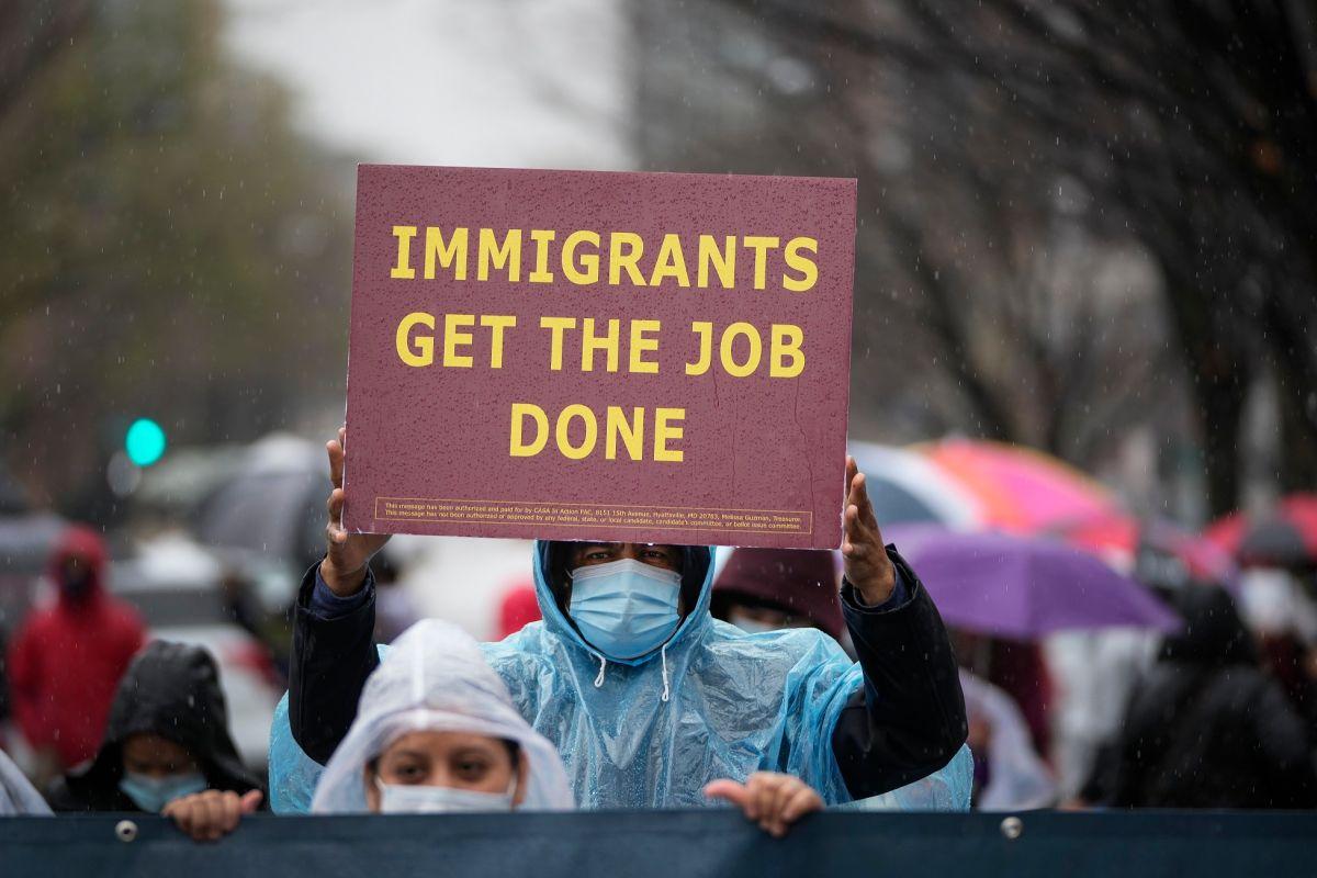 Los inmigrantes aportan mucho a la economía de California.