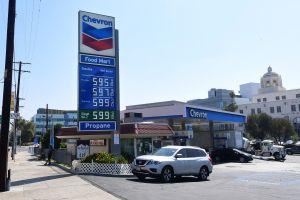 El precio de la gasolina aumenta mientras el petróleo alcanza los niveles más altos de los últimos 7 años