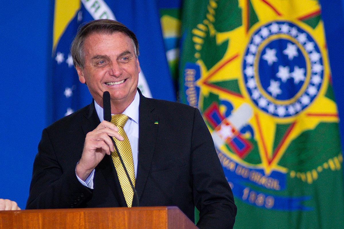 Jair Bolsonaro sale del hospital tras operación intestinal.