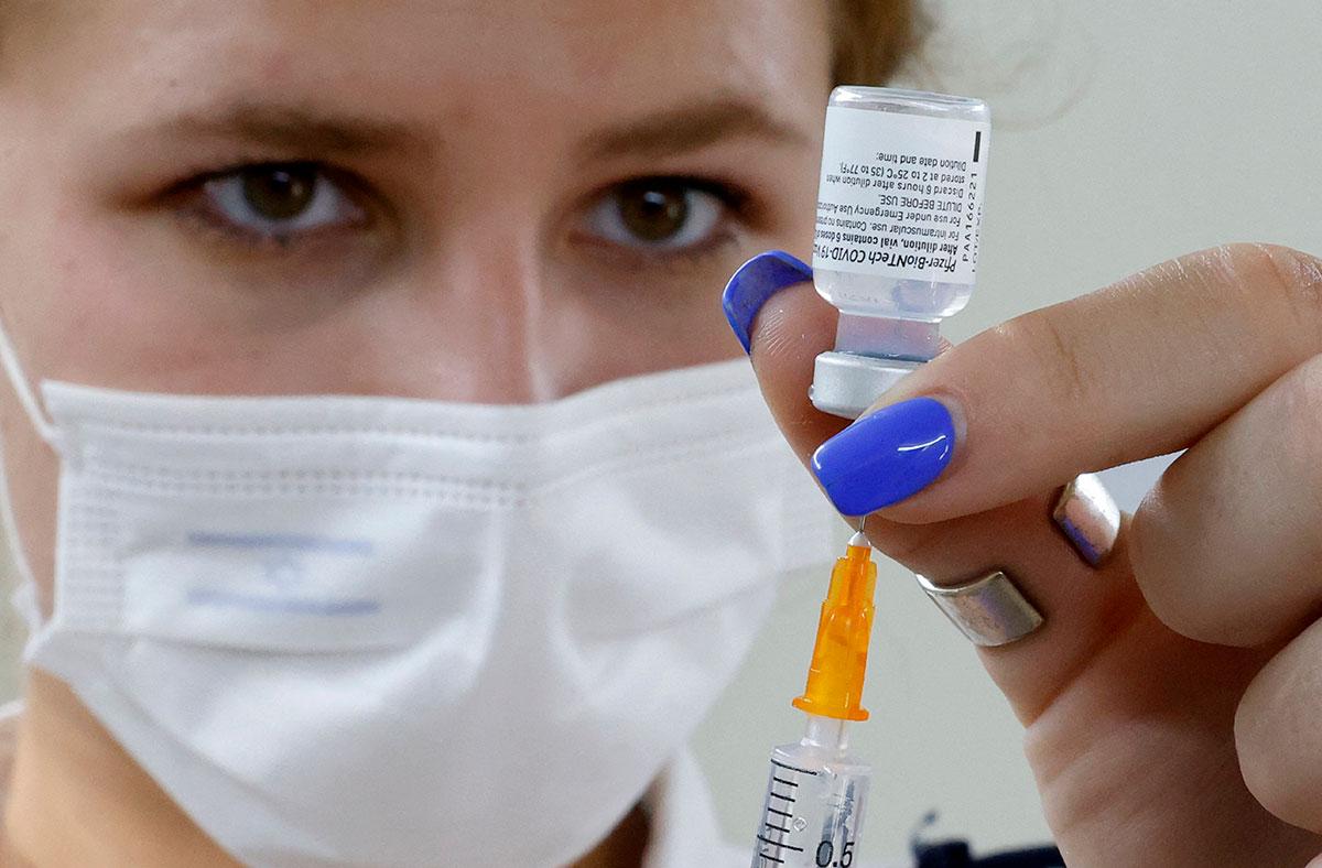 La vacuna Pfizer se administraría en una dosis menor a los menores de 12 años. (Getty Images)