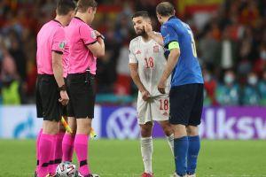 El troleo de Chiellini a Alba en el sorteo previo a los penaltis en Italia-España