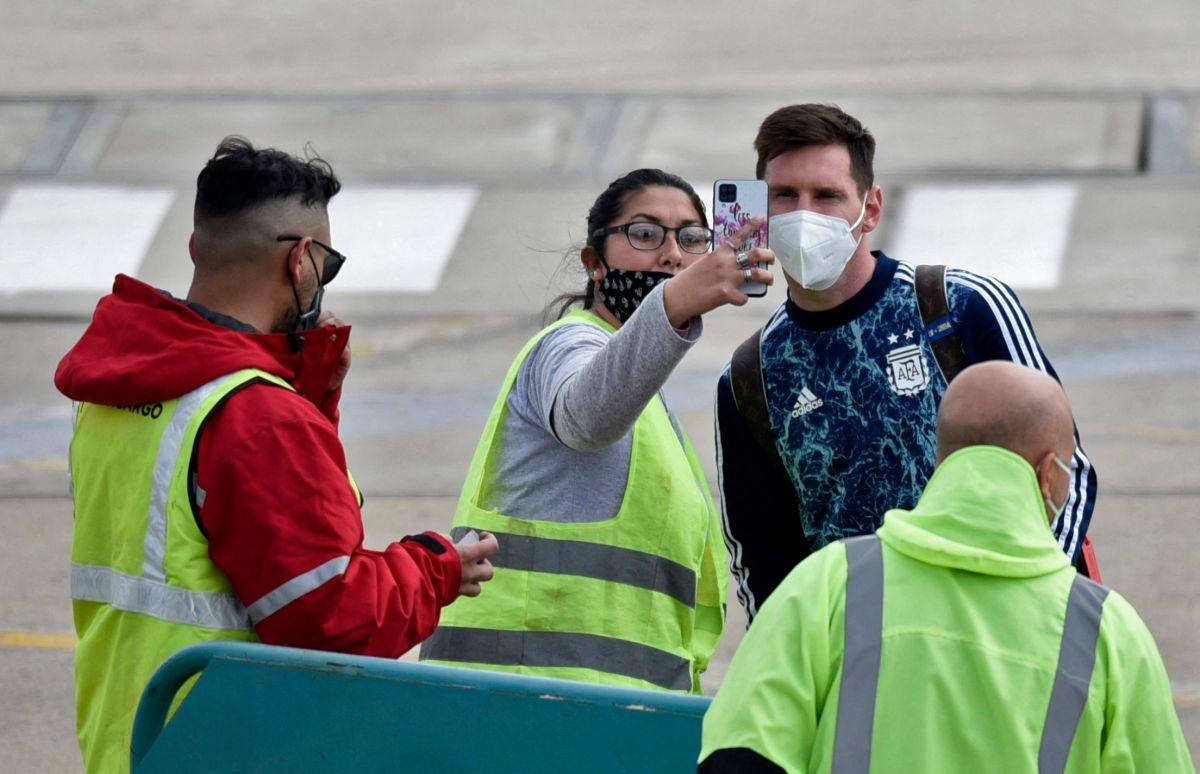Horas después Leo pudo abordar su avión privado con destino a Buenos Aires.