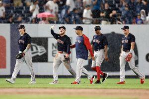 MLB expulsa de por vida a fanático que agredió al jardinero mexicano de los Medias Rojas Alex Verdugo