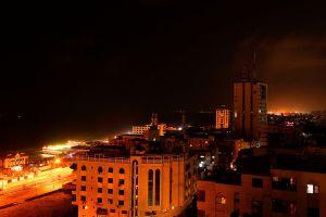 Israel ataca la Franja de Gaza, tras casi un mes sin hostilidades, en respuesta a globos incendiarios
