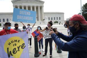 Administración Biden cancela citas de nuevos solicitantes de DACA tras orden juez