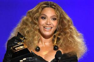 Fotografían a Beyoncé llevando un bolso Telfar y las redes sociales explotan de emoción