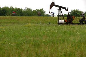 El precio del petróleo podría superar los $100 dólares por barril: cómo afecta tu bolsillo