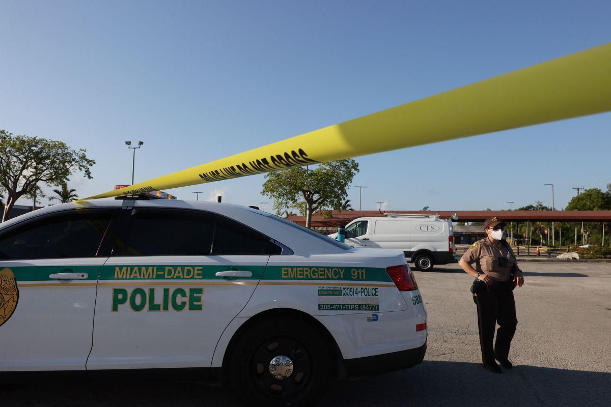 La Policía de Miami-Dade dijo que la mujer dejó a la niña en el vehículo durante siete horas. Foto de archivo.
