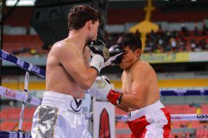 """Canelo"" en la sangre: Johan Álvarez le propinó un nocaut a Owen Rodríguez en el primer round"