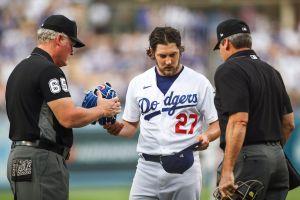 Investigadores MLB quieren hablar con mujer que acusó a Bauer de agresión sexual