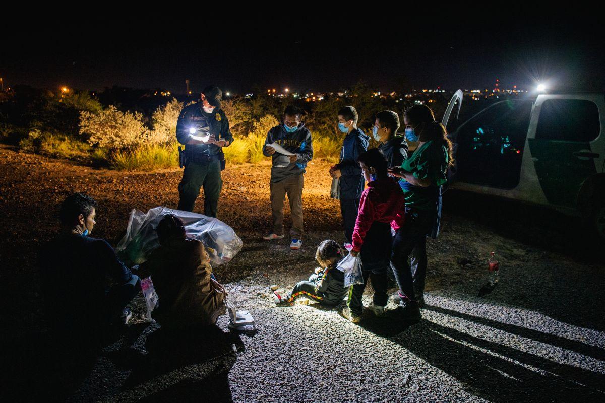 Inmigrantes son procesados por la Patrulla Fronteriza en Texas, el 1 de julio de 2021.