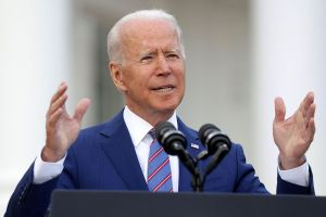 """EE.UU. está cerca de declarar su independencia de """"un virus mortal"""", señala Joe Biden en discurso por el 4 de julio"""