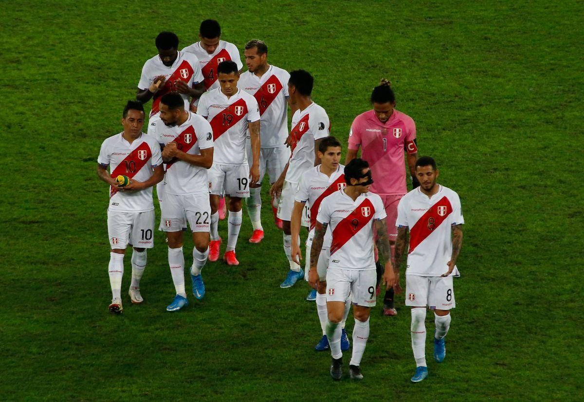 Perú también reclamó por un penalti no pitado tras una mano en el área brasileña.