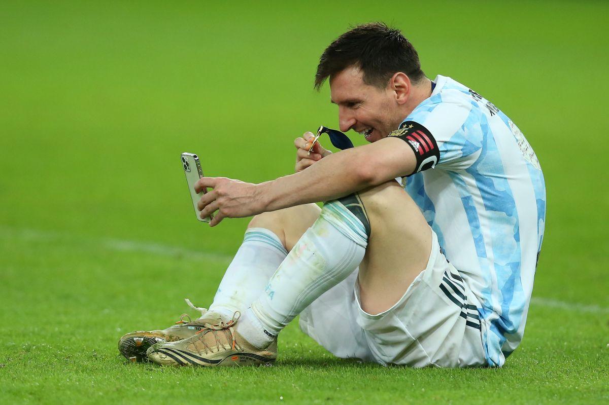 El astro argentino ganó su primer trofeo con la selección albiceleste.