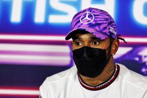 Denuncian actos de racismo contra Hamilton por colisión con Verstappen