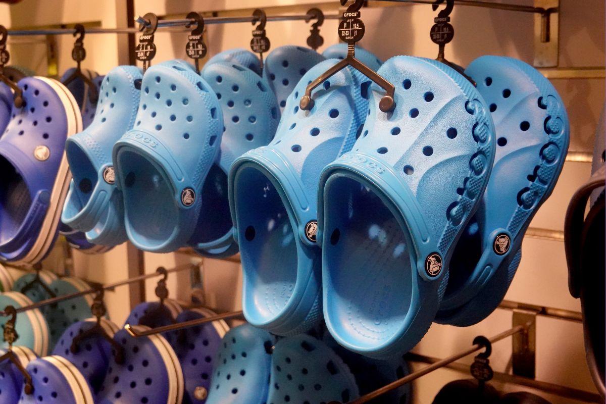 Crocs fue la única marca de zapatos que aumentó sus ventas un 14% al inicio de la pandemia de coronavirus.