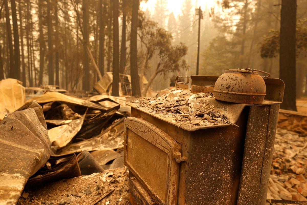 Una vivienda destruida por el incendio Dixie en Indian Falls, California.